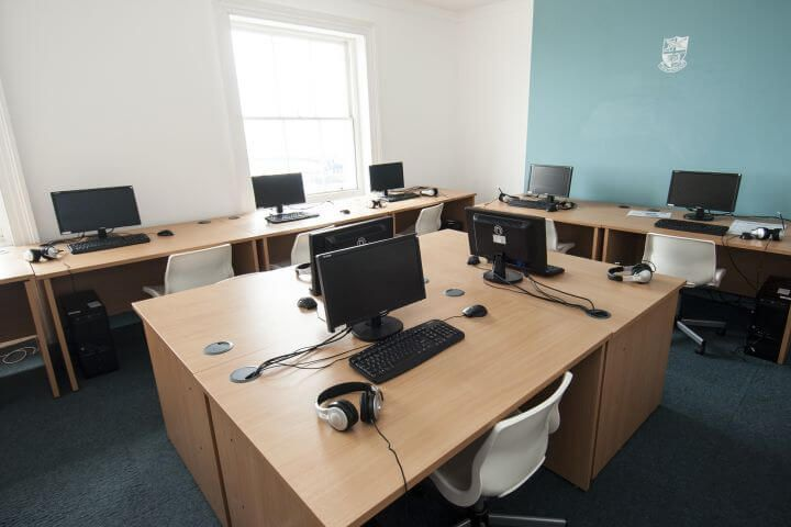 Sala de ordenadores - Acceso a Internet y Wifi para estudiantes
