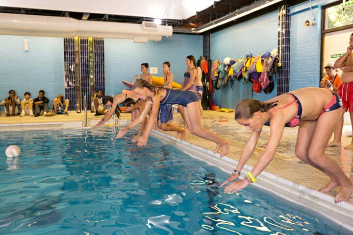 Piscina climatizada e impresionantes instalaciones deportivas  -