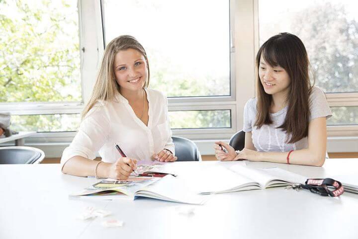 Estudiar con personas de otros países - En el curso de alemán en Frankfurt se encuentra a estudiantes de todo el mundo.