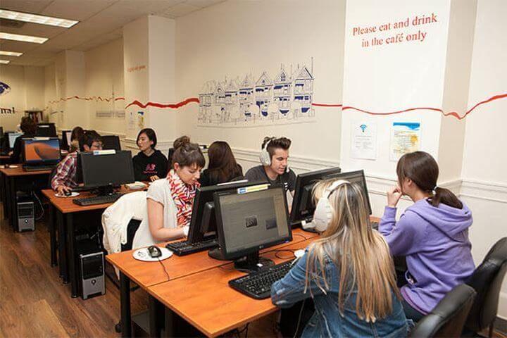 Aula de ordenadores - Conexión a Internet por red y Wifi