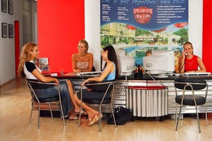 Aprender alemán en nuestra escuela - La ecuela en Frankfurt