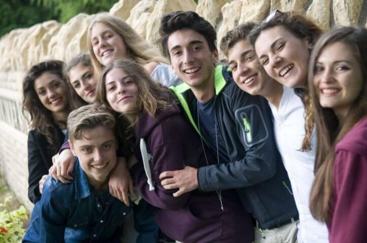 Jóvenes de diferentes nacionalidades - Campus Hatfield en verano