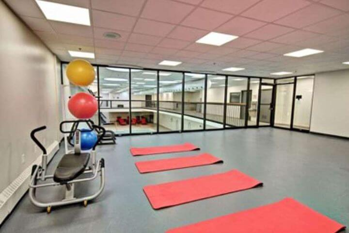 Instalaciones con gimnasio para uso de los residentes. - Residencia de estudiantes en Montreal.
