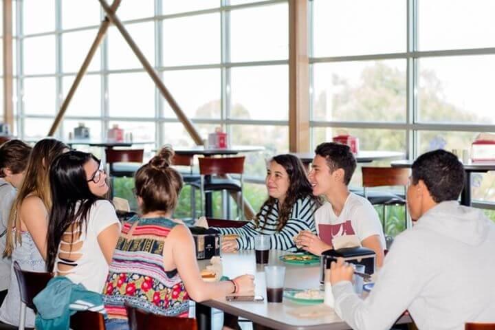El comedor - La escuela tiene un comedor amplio