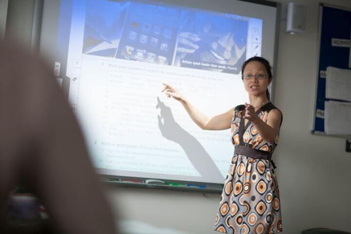 Nuevas tecnologías - Pizarras interactiva, sala IT, material audiovisual, etc.