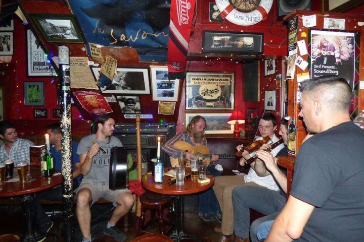 Conocer la cultura de otro pais mientras practicas Inglés - Conciertos de música Irlandesa en los pubs