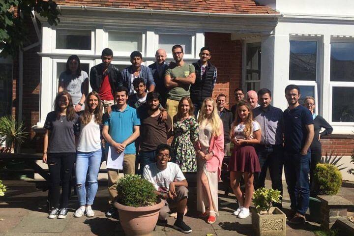 Estudiantes de todo el mundo - Alumnos de nacionalidades diferentes para practicar inglés en todo momento