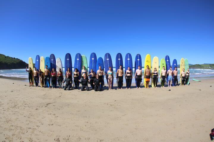 Clases de surf - La escuela ofrece clases de surf para que peines las olas de la East Coast australiana