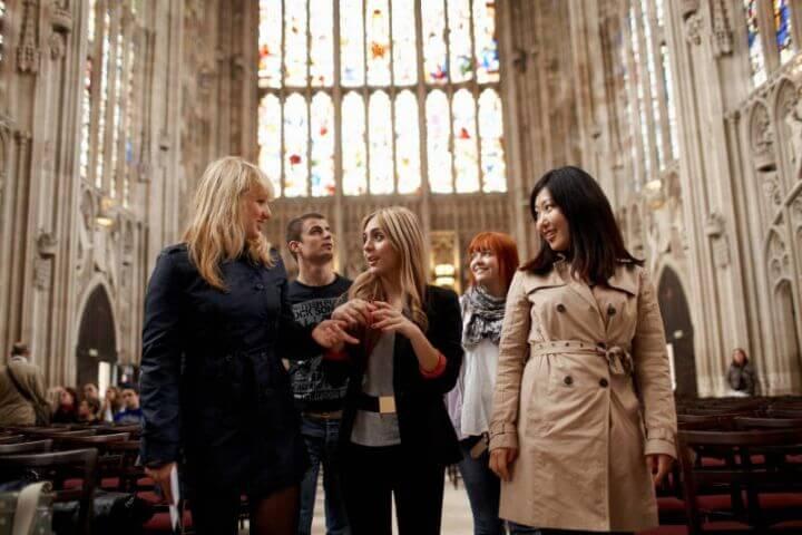 Visitas organizadas  - Visitas dentro y fuera de Cambridge para hablar inglés en situaciones más distendidas