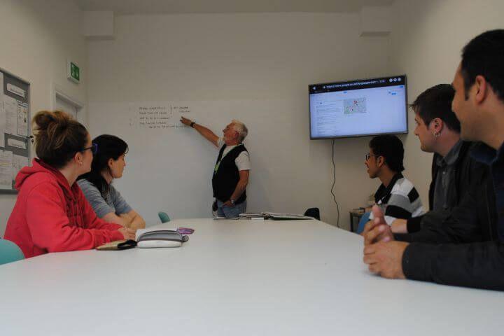 Profesores de inglés nativos - El centro de lenguas de Glagow cuenta con profesores nativos altamente cualificados para la enseñanza del inglés como lengua extranjera.