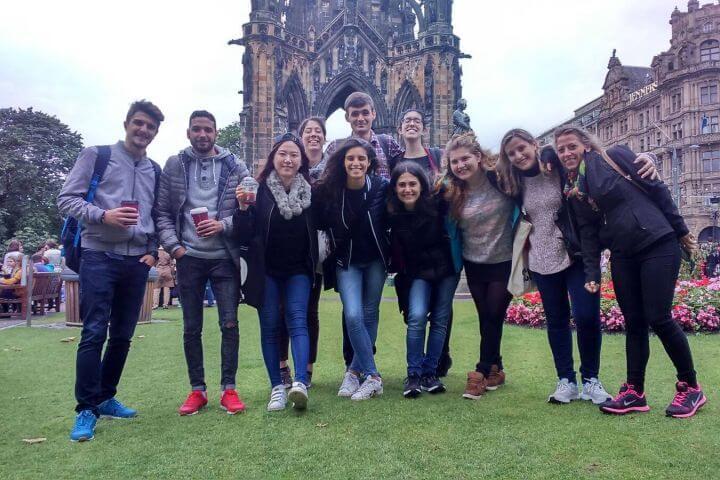 Ambiente internacional - Disfruta de experiencias inolvidables con tus compañeros que llegan de todas partes del mundo para estudiar inglés en Escocia, un destino perfecto para aprender inglés y para viajar.