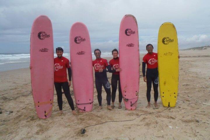 Surf y playa - Si quieres, la escuela de portugués en Lisboa ofrece la posibilidad de practicar surf y peinar las olas de playas de la costa atlántica